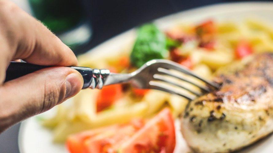 運動してダイエットするなら「胸肉ダイエット」を併用すると効果アップ!